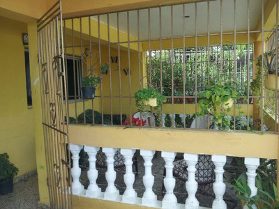 Buena Casa Dos Niveles, Villa Mella, Cerca Parada Mama Tingo